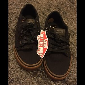 New Vans gym sole with brand tag men's size 7 shoe